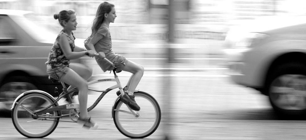 meiden op de fiets